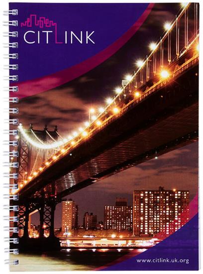 Anteckningsbok Desk-Mate® wire-o A5 med tryck Vit