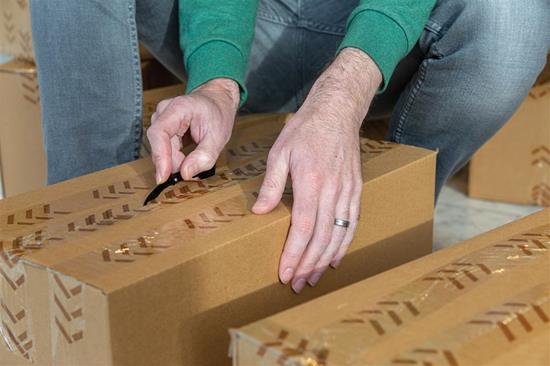 Kartongkniv med tryck Svart