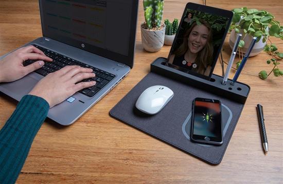 Musmatta med 5W trådlös laddning och USB port med tryck Svart