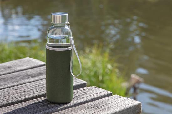 Glasflaska Neo med sleeve med tryck Grön