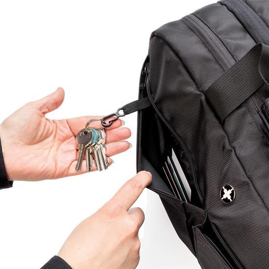 Resväska Swiss Peak RFID duffle med tryck Svart